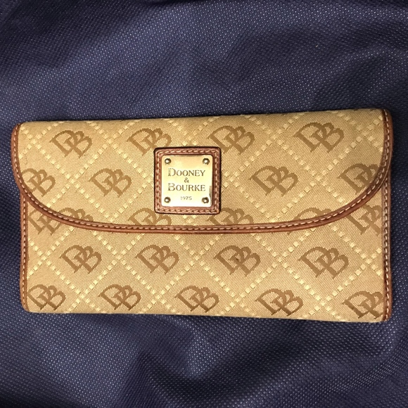 Dooney /& Bourke Light Taupe Leather Beacon Continental Clutch Wallet New NWT $99